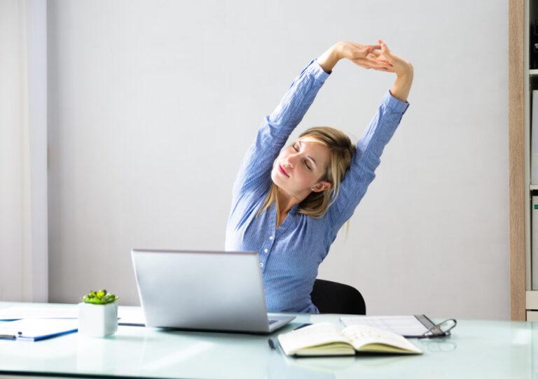Офисная гимнастика — упражнения во время сидячей работы